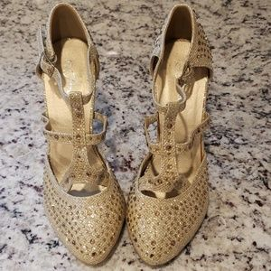 ❤ Forever Alaya Gold Rhinestone High Heel Shoes 7